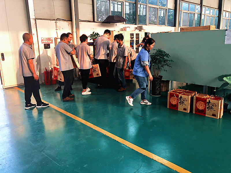 Brother Union Roll Forming Machines Manufacturer-employees greet mid-autumn day
